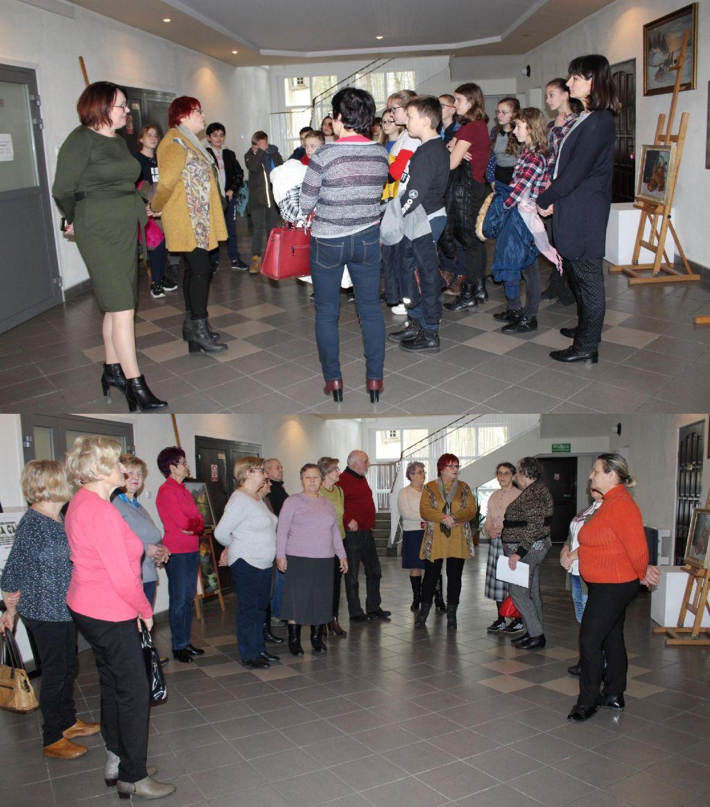 Pierwsze grupy oglądające wystawę obrazów pani Marii Galant