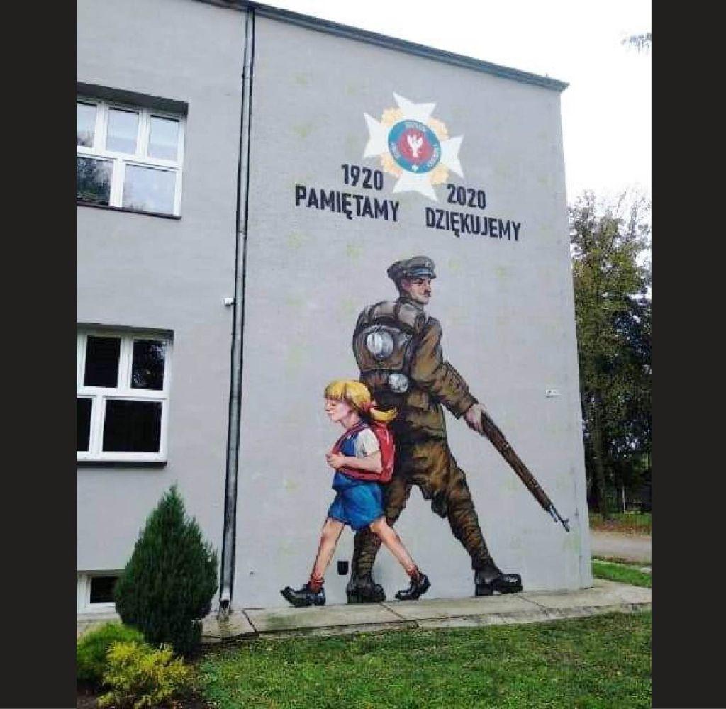 Odsłonięcie muralu patriotycznego w Hostynnem-Kolonii